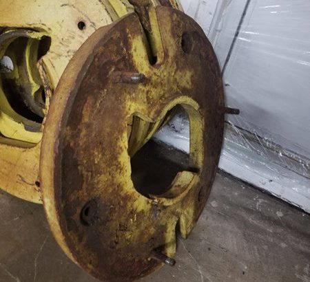 John Deere Rear Wheel Weights: Casting Number A3404R Will fit 20-55 series. 4 available