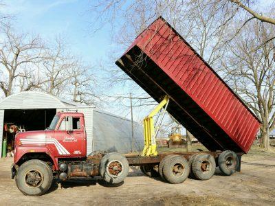 IH 1979 grain truck SWEET!