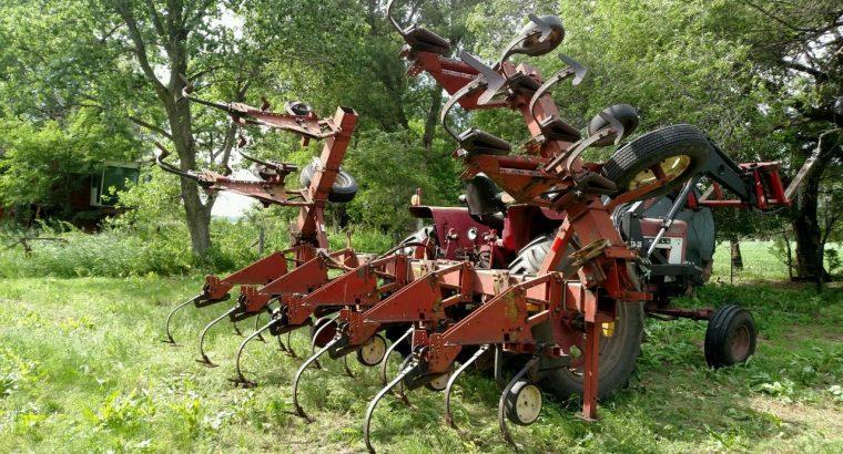 IH 133 cultivator