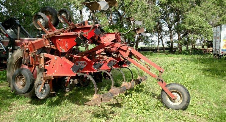 IH 184 Cultivator